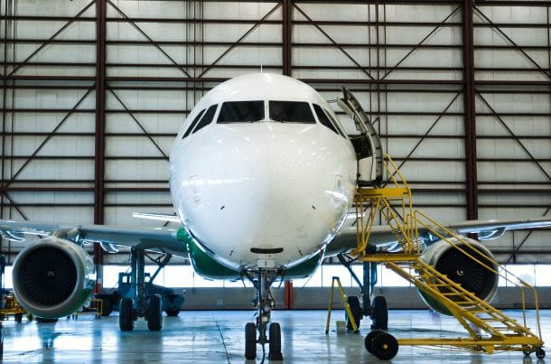 Maintenance d'avion, dans son hangar (AOG)