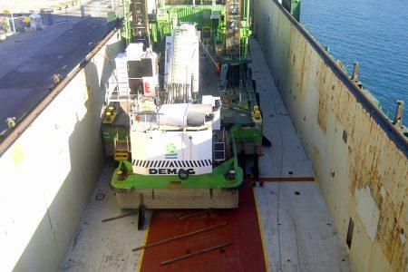 Opération de float on/off au Quai du commerce, port de Nice