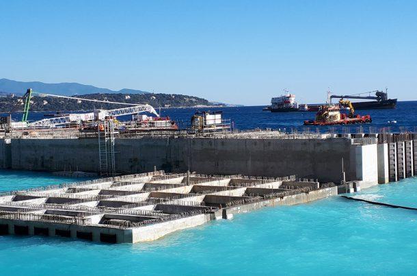 Caissons sur le chantier de l'extension en mer de l'Anse du Portier, Monaco