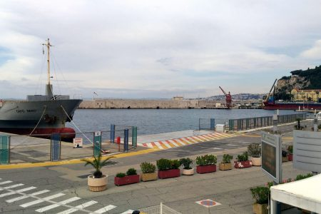 Vue de la Capitainerie (port de Nice)