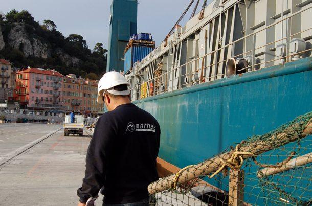 Transport de yacht, port de Nice