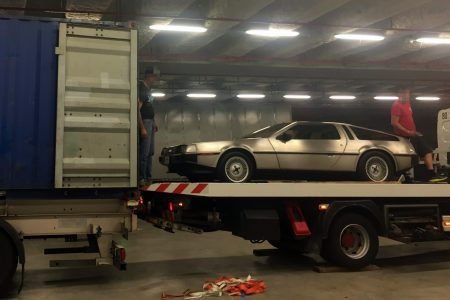Transport international de véhicules de luxe - Delorean