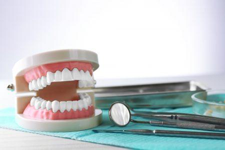 """Le transport de prothèses dentaire: un transport """"time critical"""""""