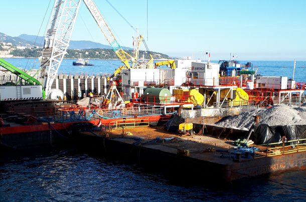 Barge Eiffage, chantier du caisson, port de Monaco