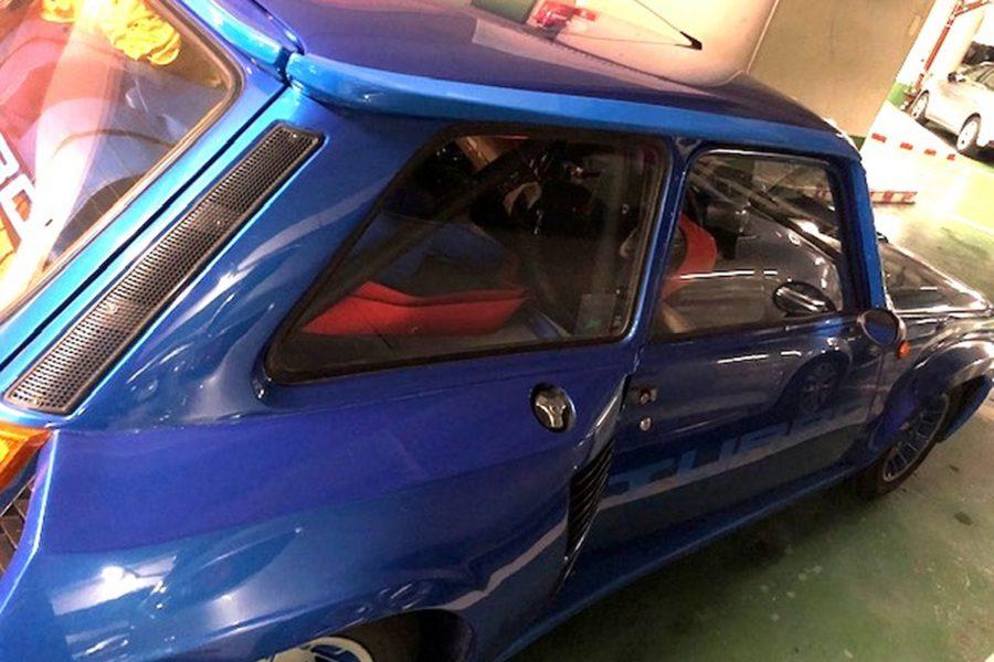 Renault 5 turbo 1 de 1981 au départ de Nice vers le Japon