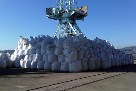 Handling of big bags, Bregaillon port in Toulon/ la Seyne.