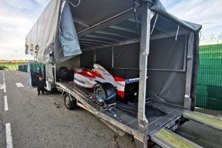 Chargement et calage d'une Toyota F1 dans conteneur 40' à Nice, pour départ en FCL à destination du Japon