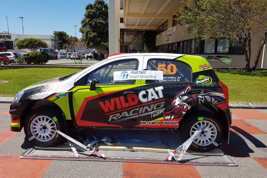 Voiture de Rallye en route pour un Marseille Lusaka avec son carnet ATA en règle!