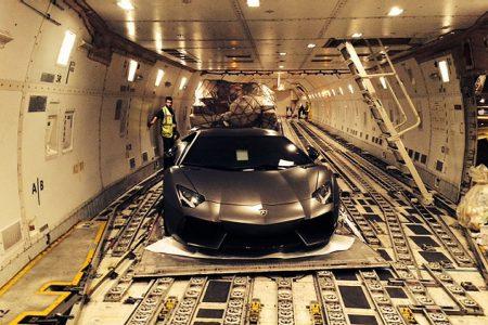 Transport aérien de véhicules de luxe à l'Aéroport de Nice Côte d'Azur
