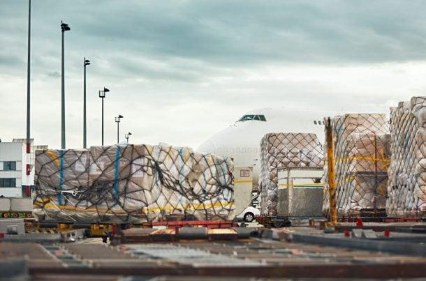 Chargement aérien avion cargo